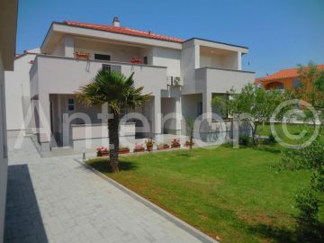 House with apartments, Sale, Nin, Zaton